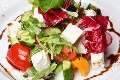 Griechischer oder italienischer Salat stockfoto