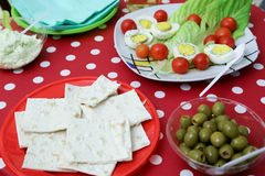 Griechischer Salat lokalisiert auf einem weißen Hintergrund Lizenzfreies Stockbild