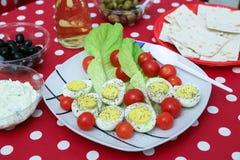 Griechischer Salat lokalisiert auf einem weißen Hintergrund Stockbild