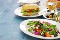 Griechischer Salat mit Purslane Lizenzfreie Stockfotos