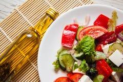 Griechischer Salat mit Ziegekäse Stockbild
