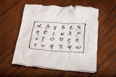 Griechisches Alphabet auf einer Serviette Stockfotos