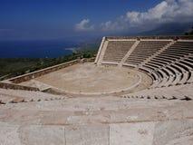Griechisches Amphitheater Lizenzfreie Stockfotos