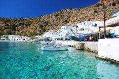 Griechisches Küstenliniendorf von Loutro, Kreta Stockbilder