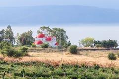 Griechisches orthodoxes Kloster der zwölf Apostel auf dem Ufer des Meeres von Galiläa - Kineret in Capernaum, Israel Lizenzfreies Stockbild