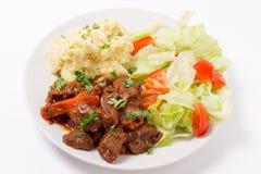 Griechisches Rindfleisch in der roten Soße Stockfotos
