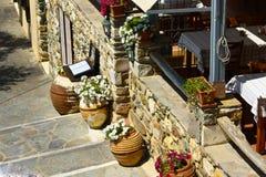 Griechisches traditionelles taverna im kleinen Dorf Lizenzfreie Stockfotografie