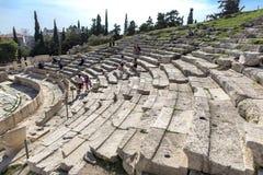 Griekenland, Athene Akropolis Theater van Dionysus - Immagine Theater van de marmeren zetels van Dionysus, Athene, Griekenland stock fotografie