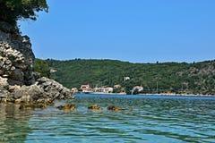 Griekenland, eiland ithaki-Mening van de zeekust dichtbij Kioni stock foto