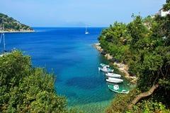 Griekenland, eiland ithaki-Mening van de zeekust in Kioni royalty-vrije stock foto's