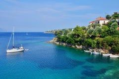 Griekenland, eiland ithaki-Mening van de zeekust in Kioni stock fotografie
