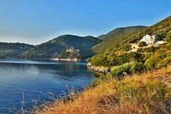 Griekenland, het Eiland Ithaki - zeekust dichtbij Kioni royalty-vrije stock afbeelding