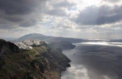 Griekenland. Santorni. Mening over caldera, overzees en Fira stock fotografie