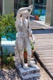 Grieks archaïsch standbeeld dat in Korfu wordt gevestigd stock afbeelding