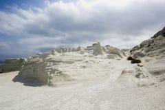 Grieks die Eiland Milos, met wit zand wordt behandeld royalty-vrije stock afbeelding