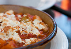 Grieks voedsel met kaas en tomaat Stock Foto's