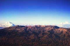 Griekse bergen van vliegtuig Stock Foto's