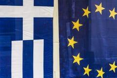 Griekse en Europese vlaggen Royalty-vrije Stock Fotografie