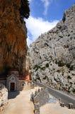 Griekse kerk in bergen Royalty-vrije Stock Afbeeldingen