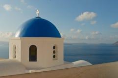 Griekse kerk bij eiland Santorini Stock Foto