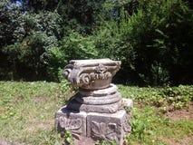 Griekse kolom van een oude tempel, Griekenland Royalty-vrije Stock Afbeeldingen