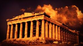 Griekse kolommen bij zonsondergang