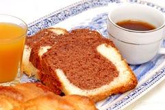 Griekse ontbijtcake met koffie Stock Foto's