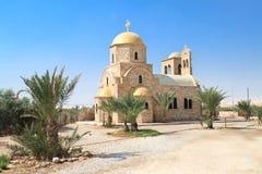 Griekse Orthodoxe kerk door de rivier van Jordanië Royalty-vrije Stock Afbeeldingen