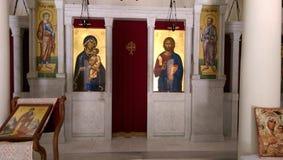 Griekse orthodoxe kerk met pictogrammen van Jesus en heiligen Royalty-vrije Stock Foto's