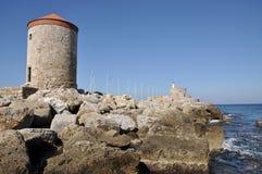 Griekse oude vestingsrotsen in Rhodos, door de Middellandse Zee Stock Foto's