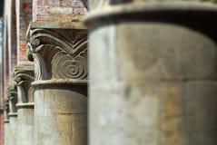 Griekse of Roman pijlers in het Spaanse Architectuur plaatsen stock fotografie