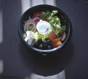 Griekse salade in het pakket Stock Afbeeldingen