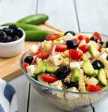Griekse salade met deegwaren Stock Afbeelding