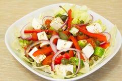 Griekse salade met kappertjes Stock Afbeelding