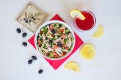Griekse salade met kip Royalty-vrije Stock Afbeelding