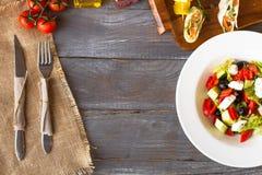 Griekse salade met verse groenten Royalty-vrije Stock Foto's