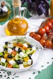 Griekse salade met verse groenten Stock Afbeelding