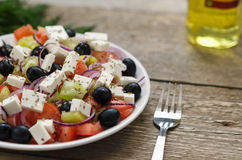 Griekse Salade op een plaat royalty-vrije stock foto's
