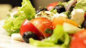 Griekse Salade op Plaat Dichte Omhooggaand stock afbeeldingen