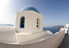 Griekse santorini van de kerkkoepel Stock Foto