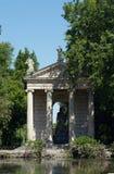 Griekse stijltempel in Rome stock afbeelding