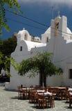 Griekse taverna en kerk en klooster Stock Foto