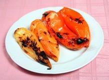 Griekse taverna geroosterde peper die met kaas wordt gevuld royalty-vrije stock afbeelding