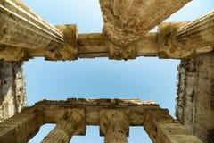 Griekse tempel op het archeologische gebied van Paestum Italië Royalty-vrije Stock Afbeelding