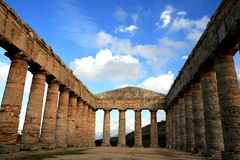 Griekse tempelkolommen, Sicilië Stock Afbeeldingen