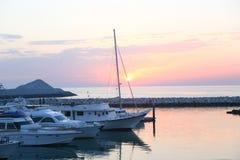 Griekse vissersboot stock foto's