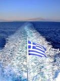 Griekse vlag bij de rug van een veerboot Stock Foto's