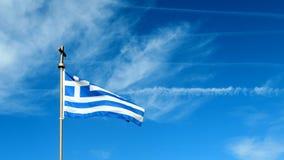 Griekse vlag en blauwe hemel in de zomerdag, politiek van Griekenland stock video