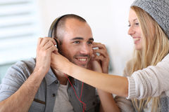 Griends listening to music on smartphone Royalty Free Stock Photography