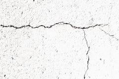 Grieta en la superficie granular blanca Imagenes de archivo